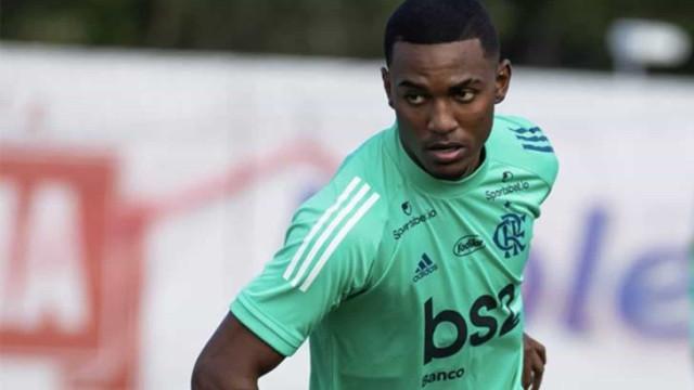 Flamengo renova contrato com o lateral-esquerdo Ramon até 2025