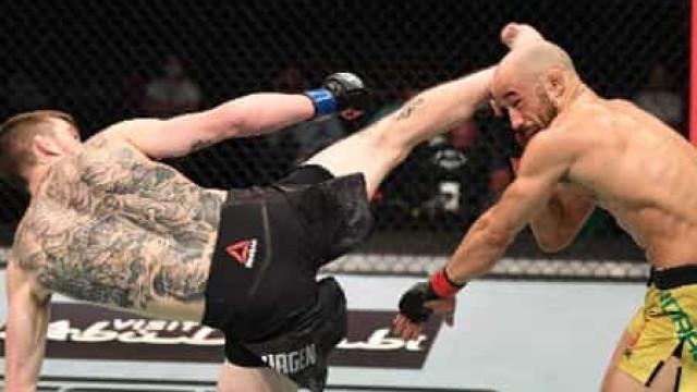Marlon Moraes é nocauteado por Sandhagen com chute na cabeça no UFC em Abu Dabi