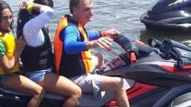Bolsonaro publica vídeo andando de moto aquática e cumprimentando apoiadores