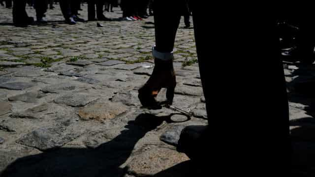 Homem é morto pela polícia após supostamente esfaquear PM no centro da capital paulista