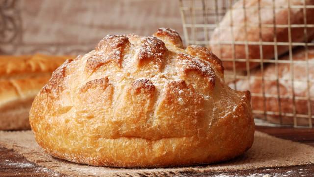Receita de pão caseiro com três ingredientes, pronto em 10 minutos!