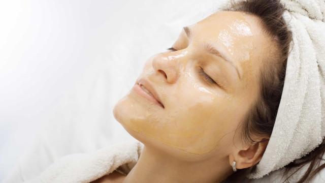 A máscara de mel que previne e elimina rapidamente o acne