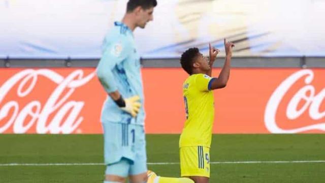 Apático, Real Madrid é superado pelo Cádiz e perde a invencibilidade no Espanhol