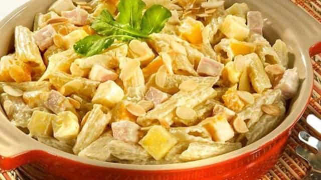 Receita: Salada ao Molho de Mostarda com Peito de Peru e Manga