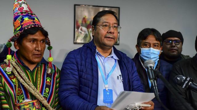 Com atraso, boca de urna dá vitória a Luis Arce no primeiro turno na Bolívia