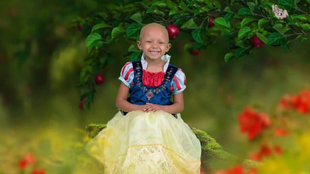 Fotógrafa oferece sessão 'mágica' para ajudar pais de menina com câncer