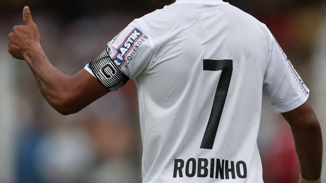 Robinho não vai mais procurar clubes até decisão sobre condenação por estupro