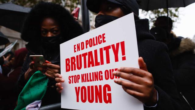 Protestos contra violência policial deixam 56 mortos e fecham escolas na Nigéria