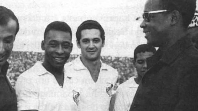Santos de Pelé diz que parou guerra na Nigéria, mas historiador rebate versão
