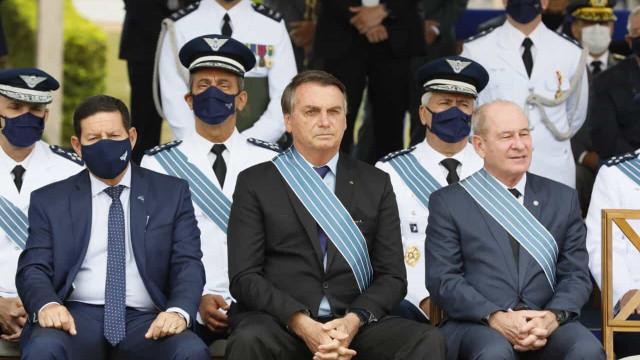 Forças Armadas estão prontas para defender pátria e liberdade, diz Bolsonaro