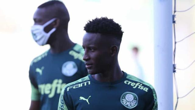 Botafogo acerta a contratação de jovem atacante colombiano do Palmeiras