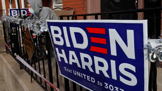 Idoso de 89 anos é atacado por ter cartaz de Joe Biden no quintal