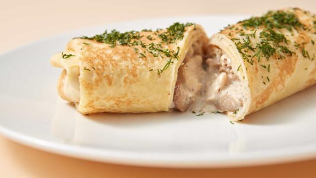 Aprenda fazer deliciosas panquecas de frango desfiado com requeijão