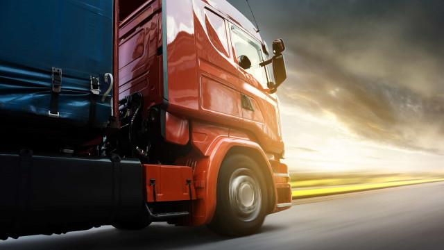 Filas de caminhões no porto de Santos geram reclamações e multas em fim de ano