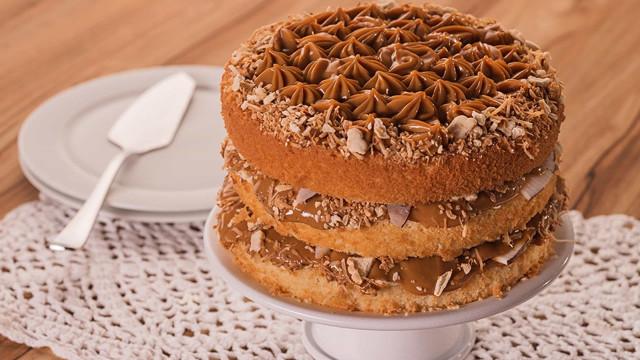 Receita: Torta de Coco com Doce de Leite e Biscoito