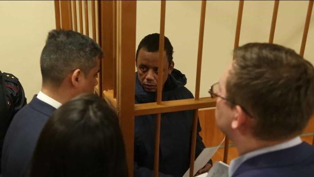 Em nome de Bolsonaro, senador vai à Rússia interceder por brasileiro preso