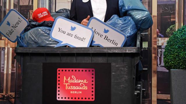 Madame Tussauds de Berlim põe figura de Trump no contentor do lixo