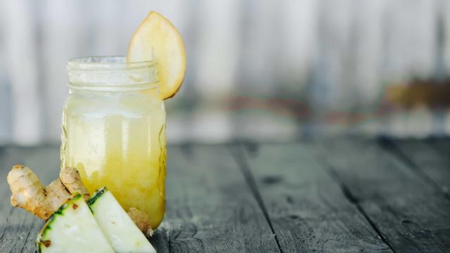Suco termogênico de abacaxi com gengibre. Uma delícia!