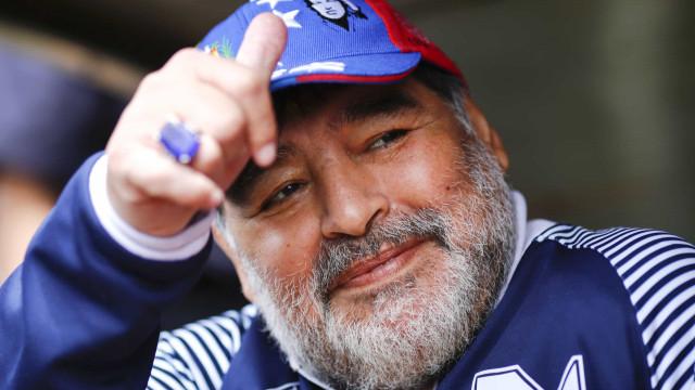 Presidente da Argentina decreta 3 dias de luto por Maradona: 'Nos levou ao topo'