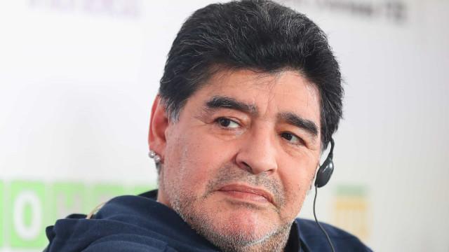 Médico de Maradona falsificou assinatura de ex-jogador, diz jornal