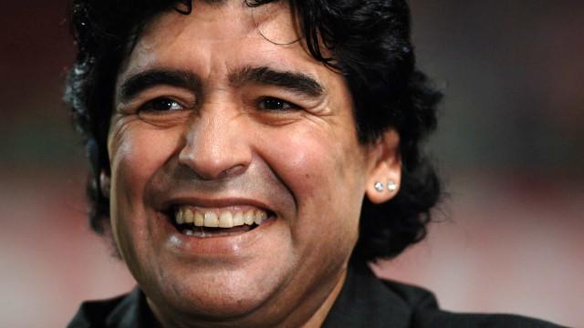 Maradona morre aos 60 anos na Argentina