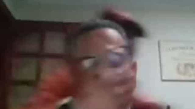 Professor é assaltado durante aula online e alunos assistem o roubo