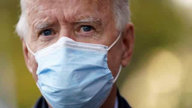 Biden faz apelo por uso de máscaras e promete vacina de graça contra Covid-19