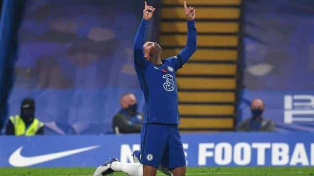 Thiago Silva é expulso e Chelsea leva virada de 5 a 2 do vice-lanterna no Inglês