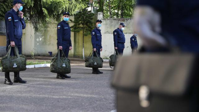 Ataque em base aérea russa. Jovem cadete mata três colegas