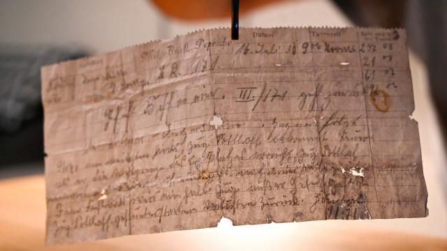 Encontrada mensagem com mais de 100 anos enviada por pombo correio