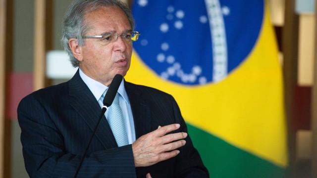 Guedes diz que país está saindo da recessão, mas é difícil manter ritmo de criação empregos