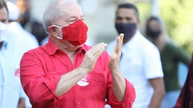 Ex-presidentes Lula e Michel Temer votam na manhã deste domingo