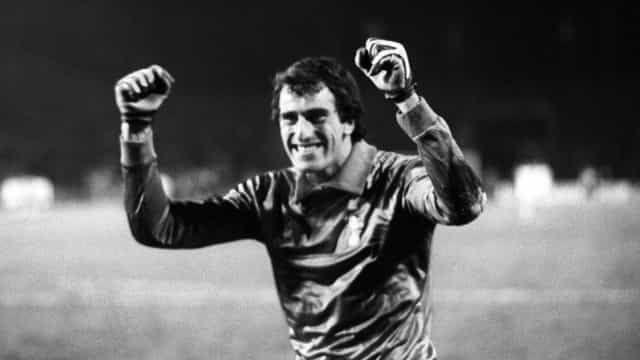 Ray Clemence, ídolo do futebol inglês, morre aos 72 anos