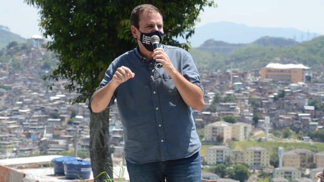 Paes pede que população 'tenha bom senso' e evite festas de carnaval