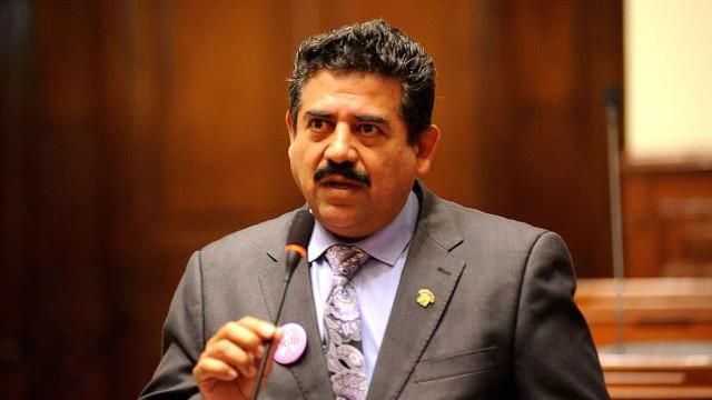 Congresso do Peru aceita renúncia de presidente empossado há uma semana