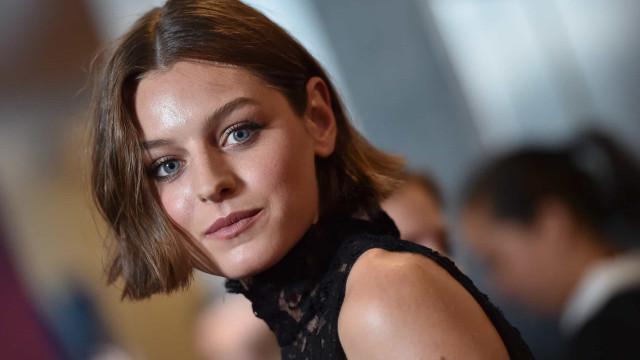 Emma Corin chegou a ser hospitalizada ao gravar cenas de 'The Crown'