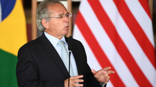 Governo pode rediscutir teto de gastos se Congresso desindexar Orçamento, diz Guedes