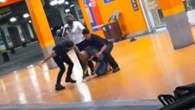 Homem negro é espancado e morto por segurança e PM em Carrefour no RS