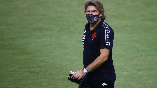 Sá Pinto lamenta desfalques no Vasco por casos de covid-19: 'Isso nos prejudica'