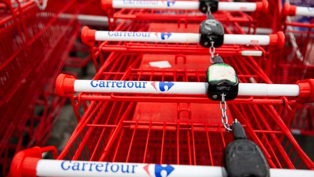 Era o 1º dia de PM no Carrefour; funcionária também foi afastada