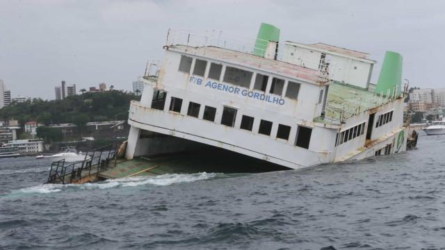 Mergulhadores já podem ver ferry afundado na Baía de Todos os Santos