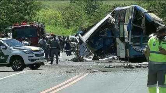 Prefeitura de Itaí decreta luto pelo acidente entre ônibus e caminhão