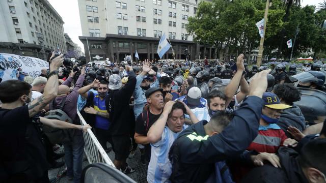 Com expectativa de 1 milhão de pessoas, velório de Maradona começa na Casa Rosada