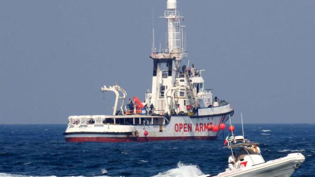 Alianças de casal encontradas semanas após naufrágio de embarcação