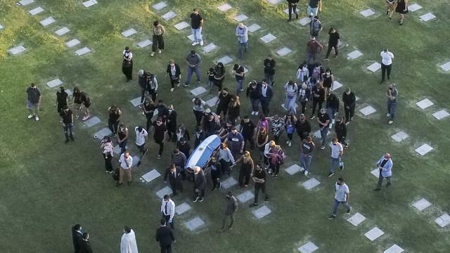 Cortejo de corpo de Diego Armando Maradona causa comoção em Buenos Aires