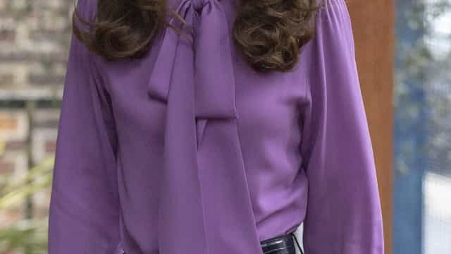 Kate Middleton usa roupa ao contrário... pela segunda vez
