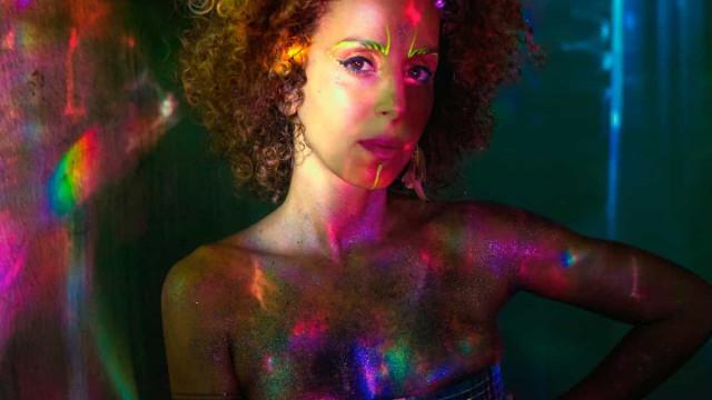 Iara Rennó lança disco erótico que expande limites da música
