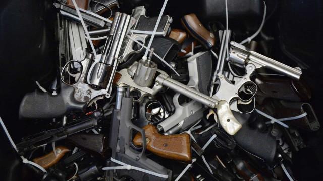 Trio rouba 17 armas e R$ 1 milhão em relógios de luxo de empresário em SP