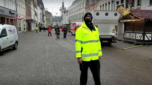 Carro atropela várias pessoas na Alemanha; há dois mortos