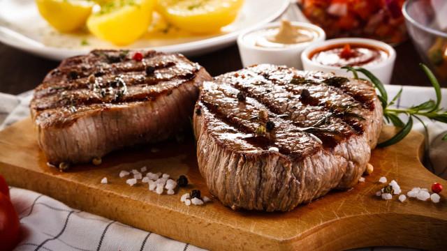 O segredo de chef para grelhar um bife na perfeição